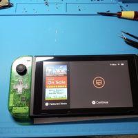 Ante la falta de stock de Nintendo Switch este genio decidió construírsela por si mismo: le salió más barato