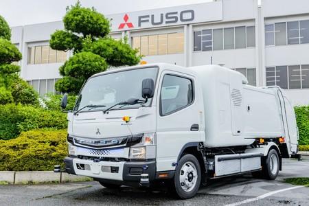 Este Fuso eCanter es un camión eléctrico con control remoto y capaz de seguir a las personas para agilizar la recogida de basuras