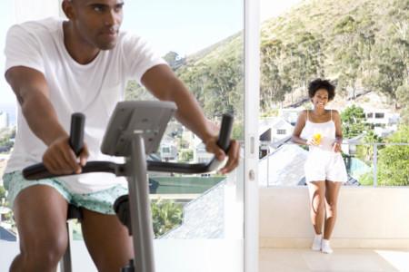 Cómo replicar exactamente las clases de spinning, elipdoor y running en casa