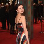 Alessandro Michele vuelve con los metalizados coloridos a la alfombra roja de la mano de Bel Powley en los BAFTA 2016
