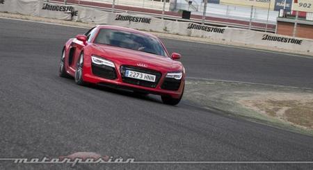 Audi R8 V10 S-Tronic en apoyo