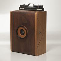 Nopo LF, una cámara estenopeica de gran formato fabricada artesanalmente en madera