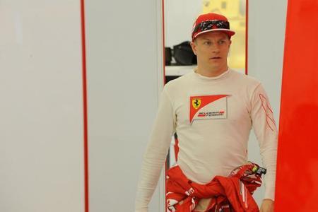 Kimi Räikkönen enfocado en su simulacro de carrera
