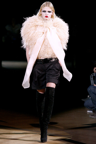 Foto de Givenchy Alta Costura Primavera-Verano 2010: una colección dominada por las transparencias (5/17)