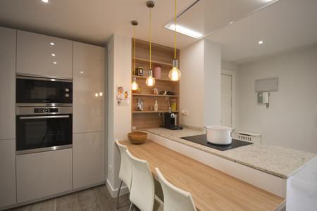 Puertas abiertas la pen nsula como soluci n en una cocina abierta en zona de paso - Cocinas con peninsula ...