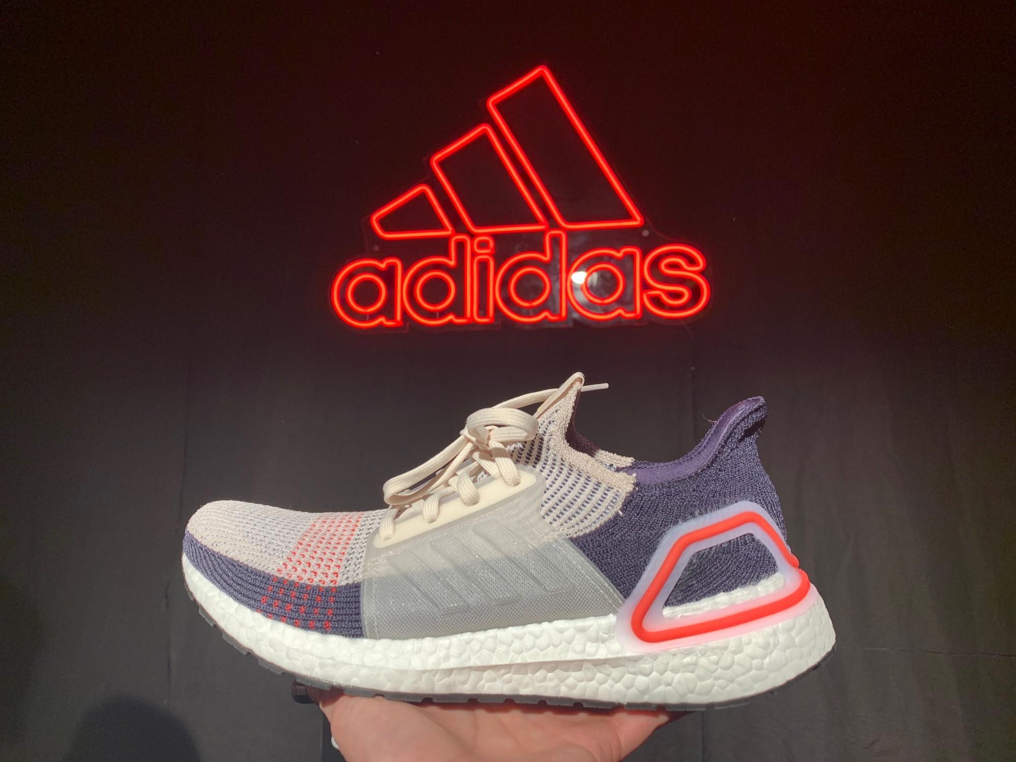 pretty nice 1e1e0 b3dff Primeros kilómetros con las Ultraboost 19  así es la nueva zapatilla de  Adidas y estas son nuestras primeras impresiones