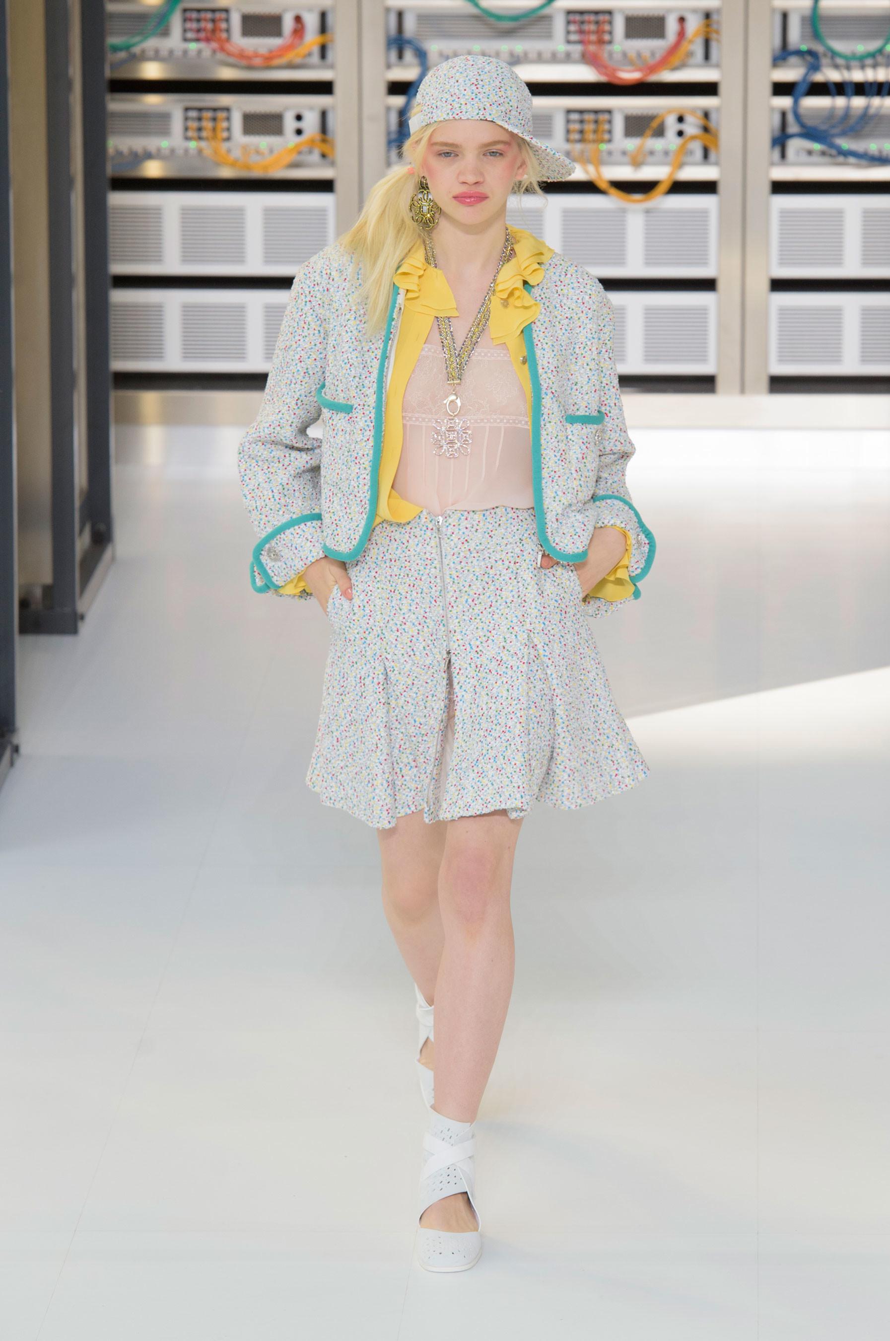 Foto de El regreso al futuro de Chanel en su colección Primavera-Verano 2017 (10/96)