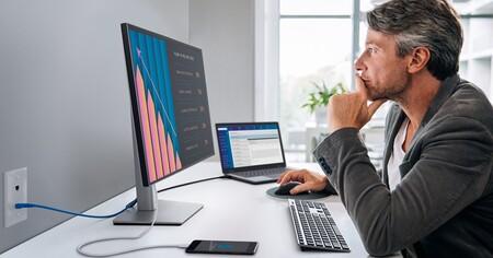 Dell U2421e Monitor Lifestyle