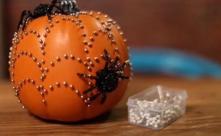 Hazlo tú mismo: en Halloween, decora calabazas con abalorios