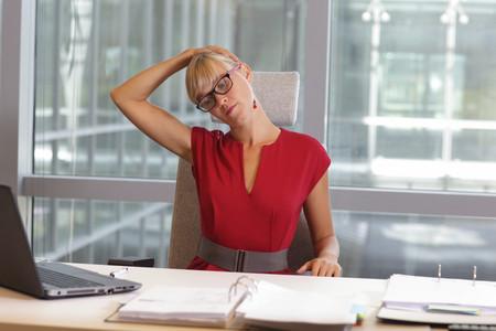 Tres ejercicios sencillos para fortalecer el cuello y evitar sufrir dolores y molestias