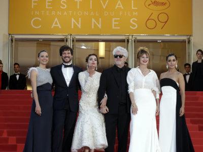 Las chicas Almodóvar llegan a la alfombra roja de Cannes, repasamos sus looks