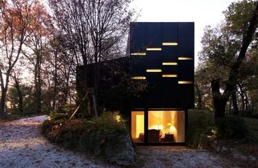 Una casa sostenible en medio del bosque