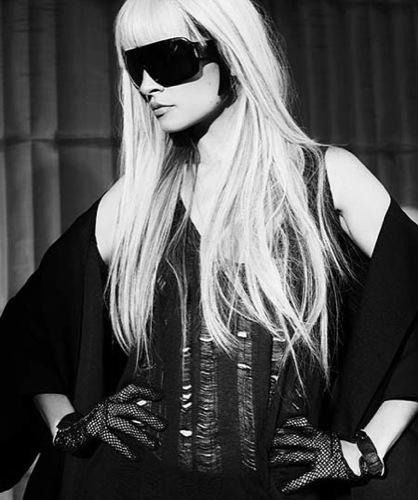 Nicole Richie imita a Lady Gaga en el editorial de BlackBook