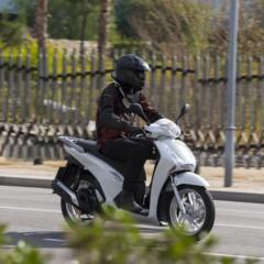Foto 2 de 19 de la galería honda-scoopy-sh125i-2013-prueba-valoracion-galeria-y-ficha-tecnica-fotos-accion en Motorpasion Moto