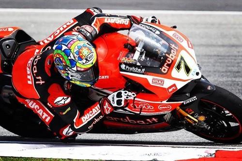 Superbikes Malasia 2015: Chaz Davies gana y retrasa la coronación de Rea
