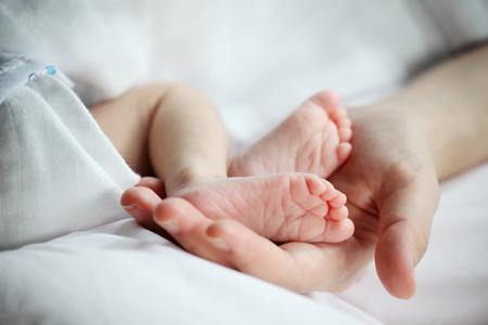Detectan en el Hospital La Paz de Madrid un posible caso de transmisión vertical de Covid de una madre a su bebé