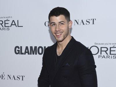 Nick Jonas se convertirá en tu icono de estilo para este otoño, de día y de noche