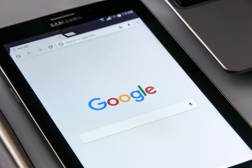 Google recibe una multa récord de 500 millones de euros en Francia por no negociar