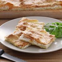 Focaccia crujiente de requesón y queso de cabra: receta rápida sin levadura