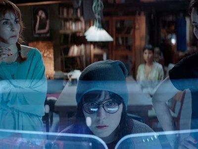 Noomi Rapace da vida a siete hermanas en el tráiler de la prometedora distopía 'Seven Sisters'