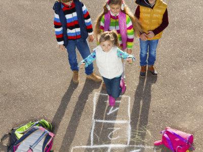 Llega el buen tiempo: hora de jugar en la calle