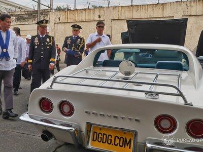 En Filipinas tienen un problema con el contrabando de coches y lo solucionan a golpe de bulldozer