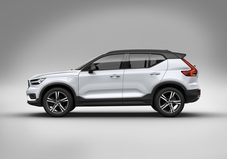 Xc40 Recharge In Crystal White Pearl