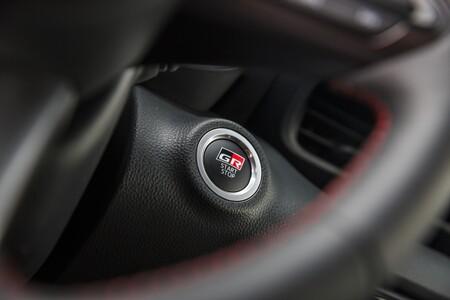 Toyota GR Yaris botón de arranque