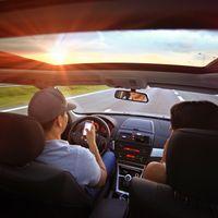 La NHTSA quiere salvar miles de vidas, con el 'modo coche' de fábrica en los smartphone