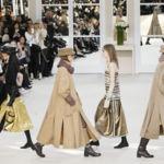 Lagerfeld reproduce los salones de la rue Cambon donde Coco Chanel presentaba sus creaciones couture a su clientas