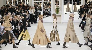 Lagerfeld reproduce los salones de la rue Cambon donde Coco Chanel presentaba su creaciones couture a su clientasDesfile Chanel 8 Marzo