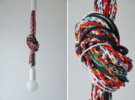 Cuerdas trenzadas multicolor y viejas tradiciones que inspiran diseños de lámparas