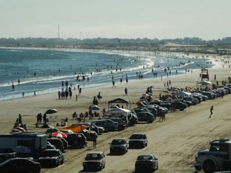 Si eres de playa, date un baño en la playa más grande del mundo
