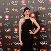 Premios Goya 2018: Dafne Fernández demuestra con su Pronovias que el negro es el color más elegante ahora y siempre