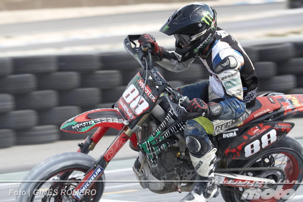 Foto de Albaída despide el Campeonato de España de Supermotard 2011 (33/63)