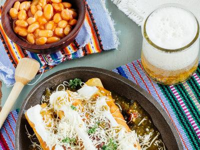 Flautas doradas de pollo. Receta mexicana fácil