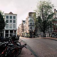 Ámsterdam declara la guerra al coche: en 2025 contará con 11.200 plazas de aparcamiento menos