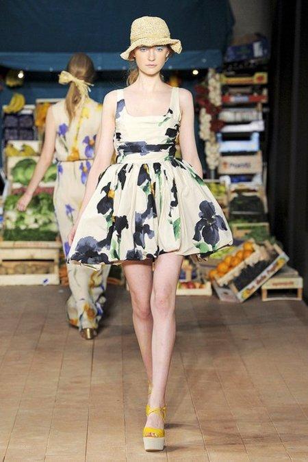 Flores Moschino Cheap and Chic Primavera-Verano 2012