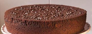 Bizcocho de chocolate negro con naranja y mermelada de naranja, receta para amantes del chocolate