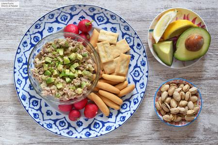 Dip de aguacate, bonito (o atún) y caballa: receta de aperitivo saludable para untar sin parar, listo en 15 minutos