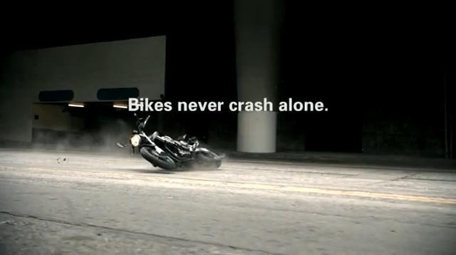 Campaña Bikes Never Crash Alone