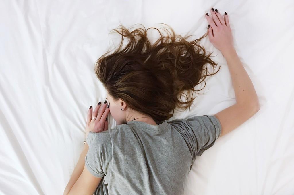 Sudoración nocturna: qué es, por qué aparece y cómo podemos prevenirla