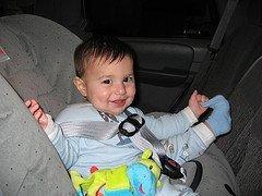 ¿El bebé llora en la sillita del coche? Algunos consejos prácticos