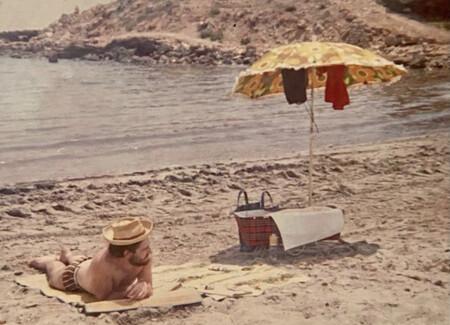 Nuria Roca en sus primera vacaciones en la playa