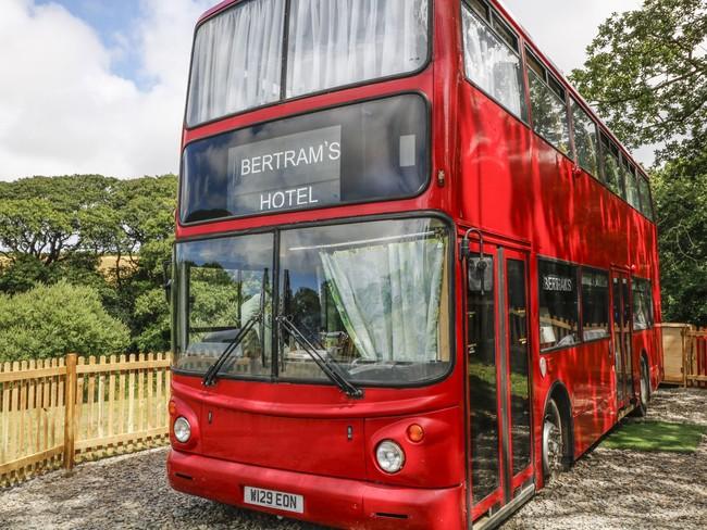 """Dormir en un bus de dos pisos y sentirse como en un """"cottage"""" en Devonshire"""