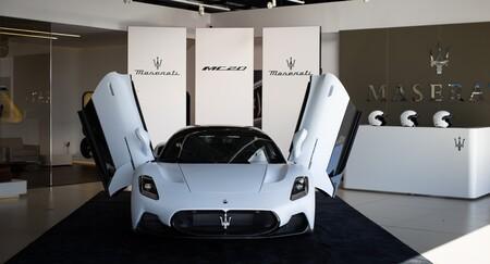 Maserati MC20 puertas abiertas