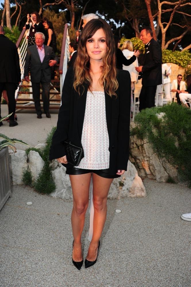 Foto de Las bellezas fieles de Chanel en el front row de la colección Crucero 2012 (19/23)