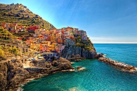 Manarola, el pequeño pueblo pesquero situado en la riviera de Liguria (Italia)