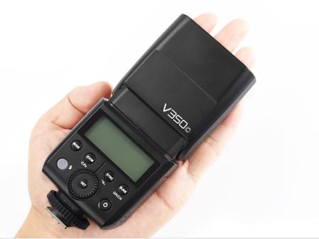 Godox V350: Un flash compacto chino que te ayudará a ahorrar baterías