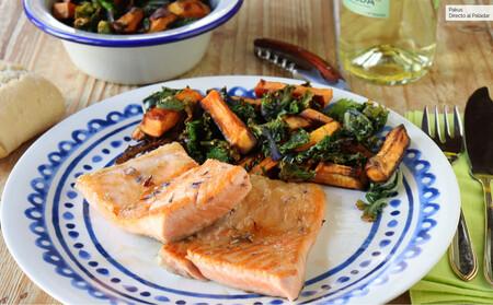 Ventresca de salmón a la plancha con guarnición de kale crujiente y boniato asado